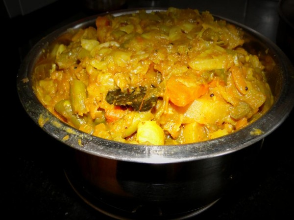 Mixed vegetables cooked in authentic bengali style usually served with dal and rice
